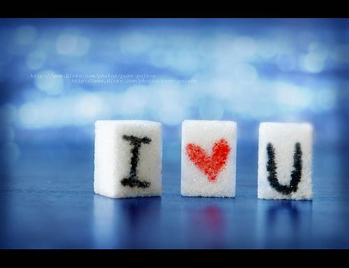 Anh yêu em khác mọi người