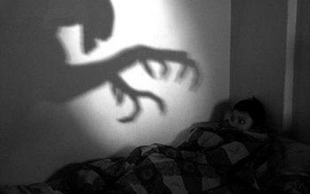 Giết mẹ để thoát khỏi hồn ma ám ảnh trong mộng