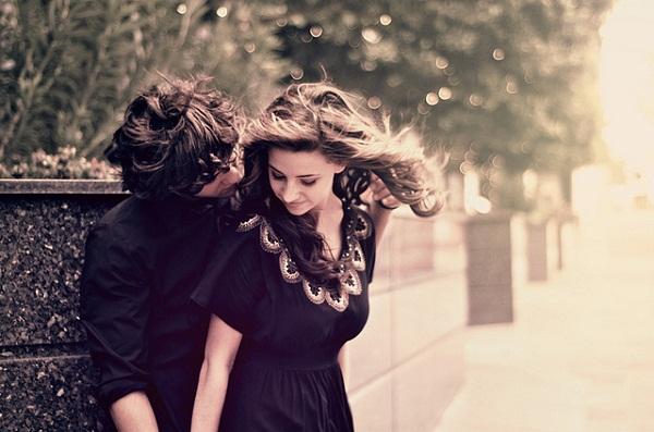 Vì sao con gái  luôn thích được ôm từ phía sau? (Teen chat 24)