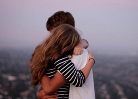 ôm em, em cần anh