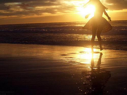 Sóng yêu bờ còn anh chưa từng yêu em