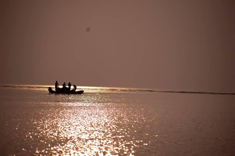 Người ngư dân mong những chuyến thuyền đầy