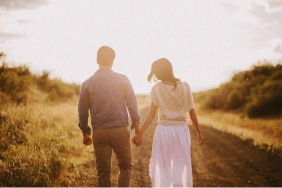 Chỉ cần anh cầm tay và dắt em đi
