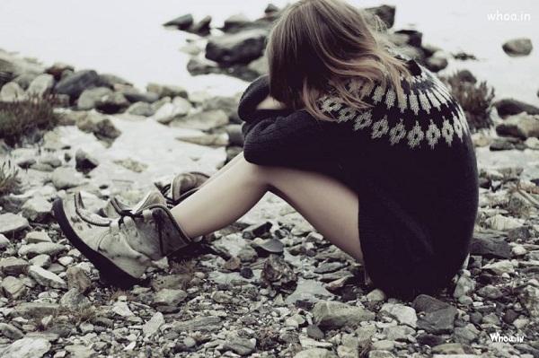 Phía sau một cô gái đã từng tổn thương
