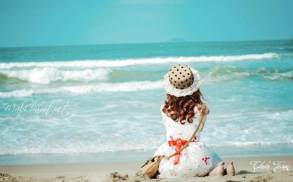Em một mình nghe biển hát chiều nay