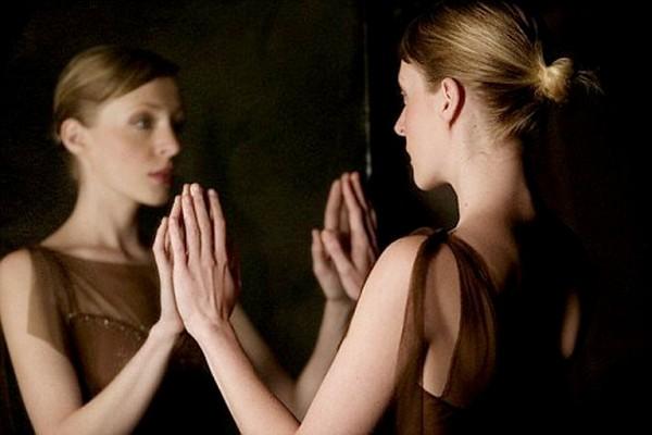 này cô gái trong gương