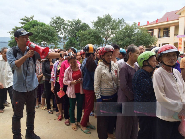 MC Phan Anh cùng loạt sao Việt chung tay cứu trợ miền Trung