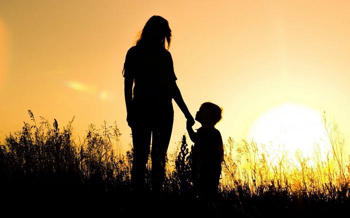 Mẹ dạy con biết đủ để hạnh phúc