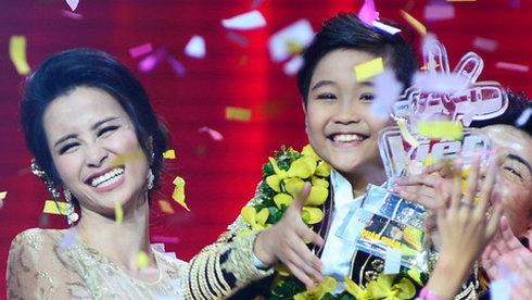 Quán quân Giọng hát Việt Nhí gọi tên Nhật Minh – Cặp đôi Nhi Thắng vỡ òa hạnh phúc