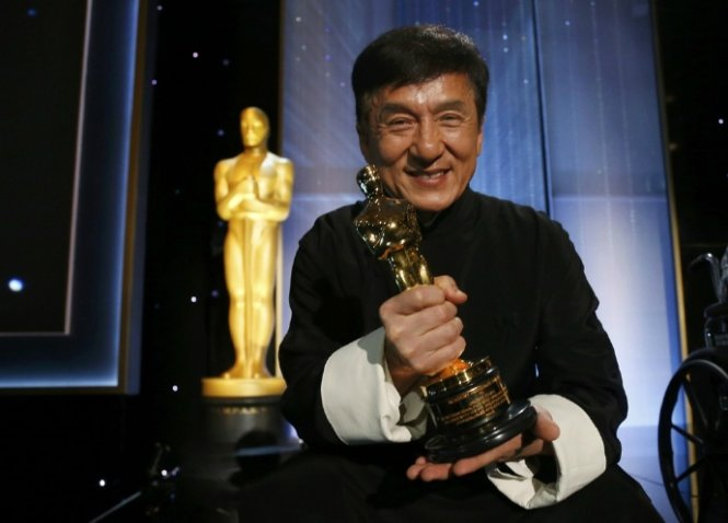 Thành Long đón giải Oscar Thành tựu trọn đời