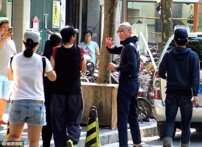 Hoắc Kiến Hoa quát tháo phóng viên ngay trên phố