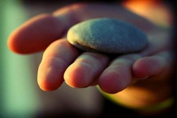 Tại sao phải mang theo một tảng đá bên mình?