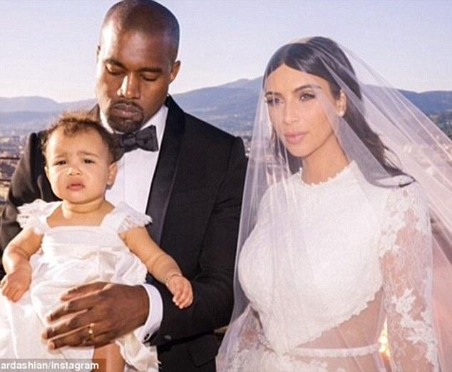 Rộ tin Kim Kardashian sẽ ly hôn với Kanye và giành quyền nuôi 2 con