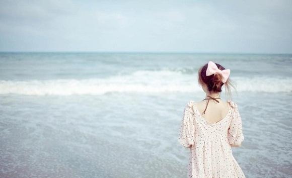 Em vẫn một mình chạy trốn nỗi cô đơn