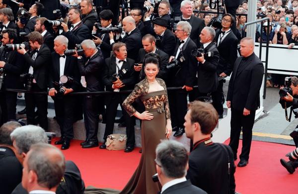 HotNews 16/05: Bị truyền thông thế giới 'bơ đẹp', sao Việt vẫn 'ùn ùn' tới Cannes