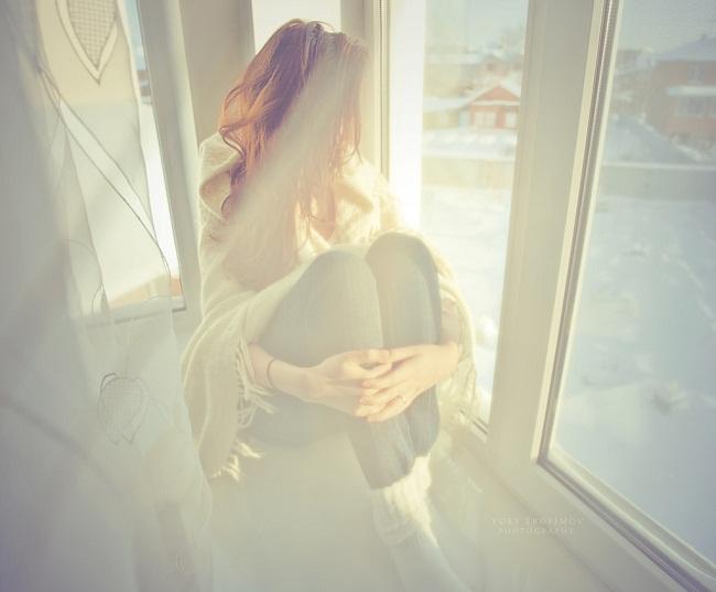 Em thường giấu nỗi buồn tận đáy mắt sâu