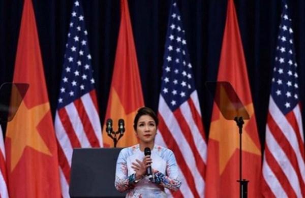 HotNews 25/05: Diva Mỹ Linh nói gì về việc hát Quốc ca thiếu hào hùng?