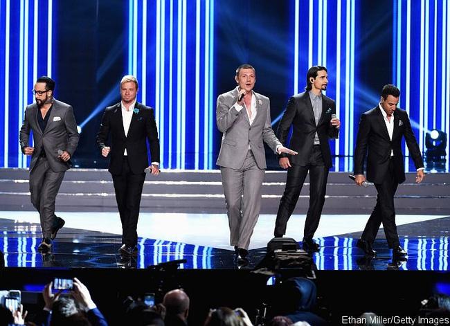 Bản tin 09/06: Backstreet Boys tái hợp tại Hoa hậu Mỹ, khán đài 'dậy sóng'