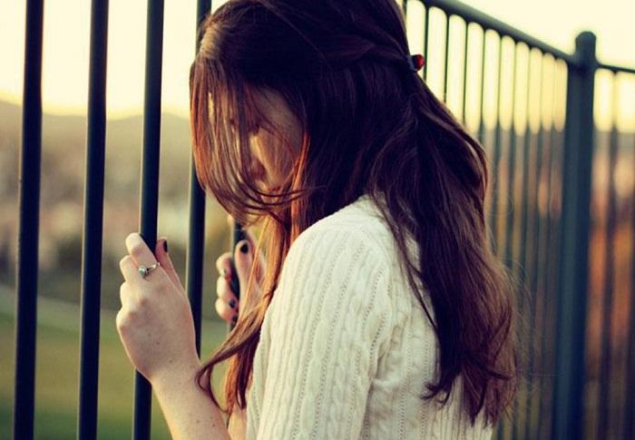 Nhữnh phút yếu lòng em chợt khóc