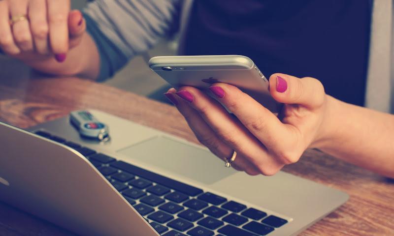Đừng phơi bày tâm trạng của mình lên mạng xã hội nữa!