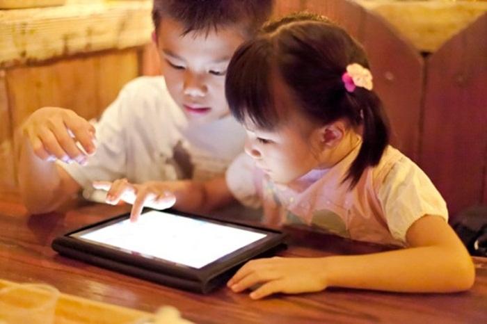 Dư luận xôn xao trước hàng loạt clip dành cho trẻ em chứa nội dung tục tĩu, phản cảm