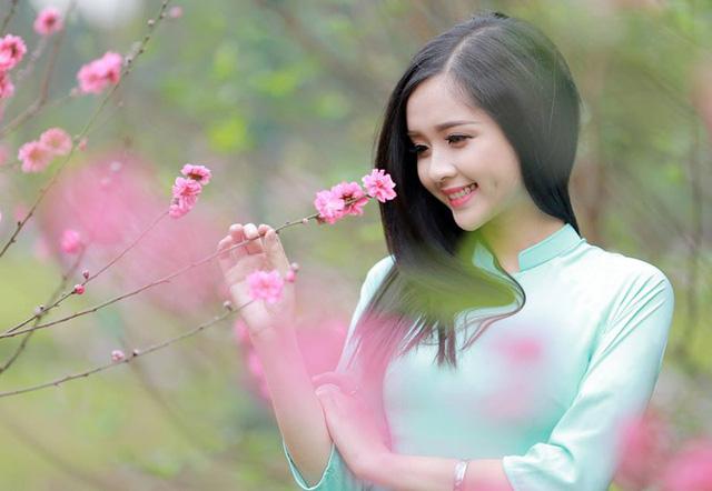 Chùm thơ: Mùa xuân của con là bóng mẹ trong gian bếp (Quang Nguyễn)