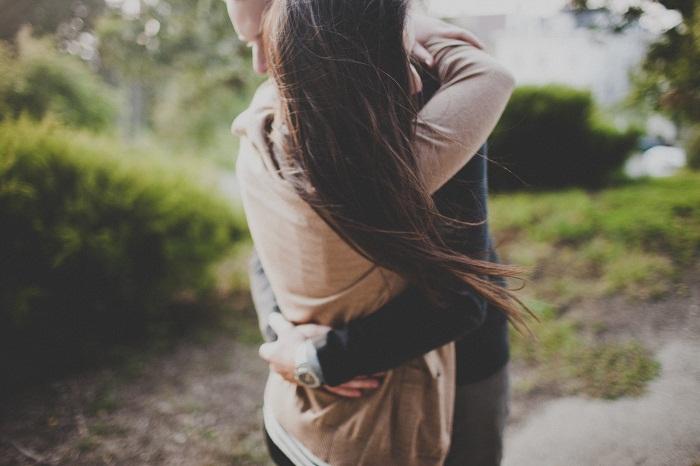 Muốn ôm ai và khóc