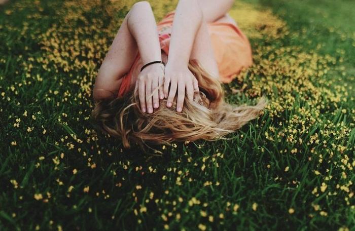 Đi tìm hạnh phúc đi em, đừng chờ đợi nó đến tìm mình nữa