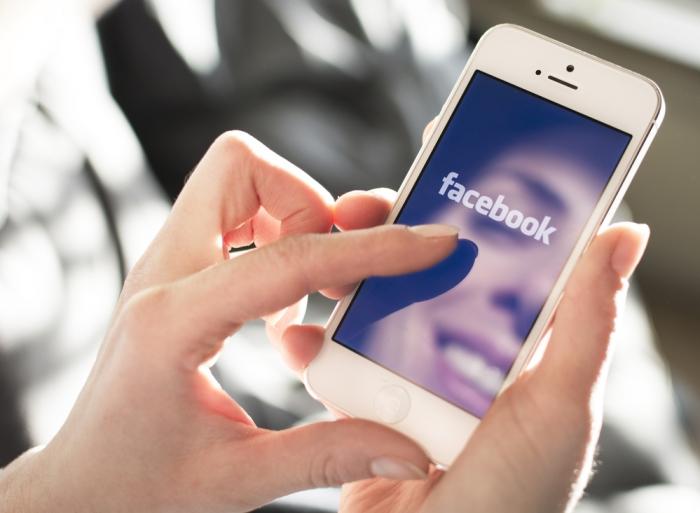 Phải chăng Facebook khiến người ta khó quên người yêu cũ?