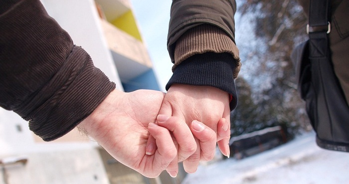 Vẫn luôn có bàn tay nắm lấy yên bình