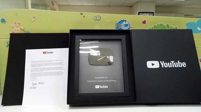 Kênh Youtube blogradio.vn nhận giải thưởng Người sáng tạo bạc sau khi đạt hơn 100.000 lượt đăng ký theo dõi